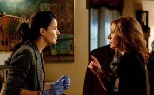 rizzoli-and-isles_4_angie-harmon-and-sasha-alexander.jpg